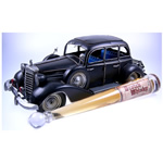 Oldtimer Benz mit Scotch Whisky